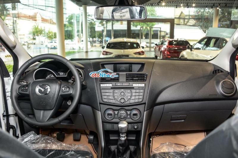 Ảnh của Mazda BT-50 Deluxe 2021