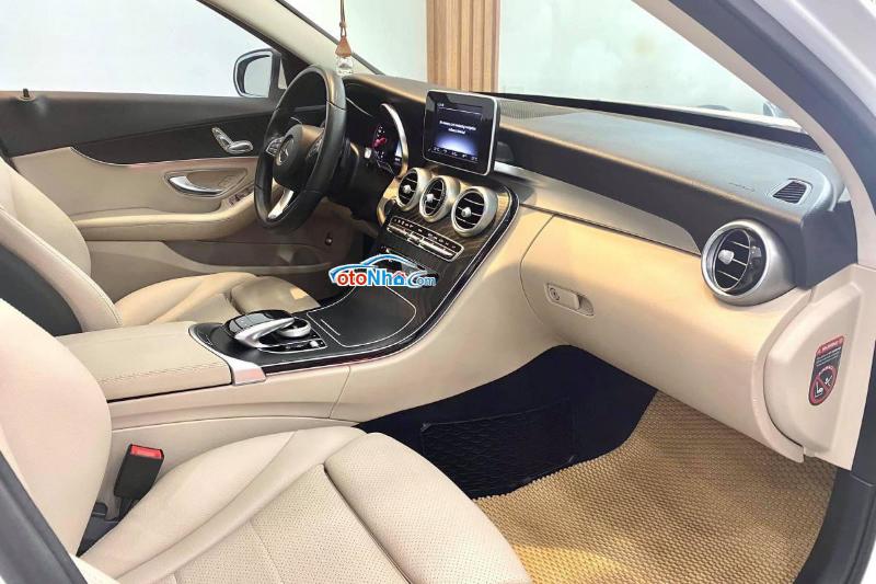 Ảnh của Mercedes C200 MODEL 2018