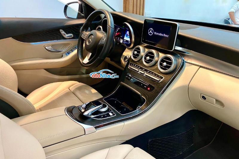 Ảnh của Mercedes C200, model 2019