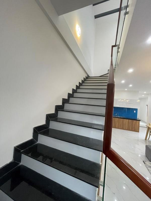Ảnh của Nhà thiết kế hiện đại 2 tầng, ngay trung tâm thành phố huế chỉ 2 tỷ 600