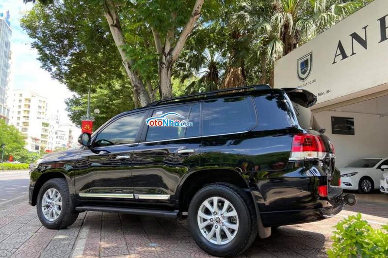 Ảnh của Toyota Land Cruiser 2016 body Trung Đông model 2017