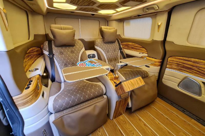 Ảnh của Ford Tourneo Limousine Vip 4 ghế